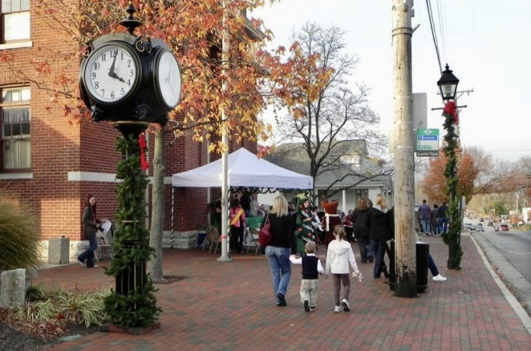 Photo of the clock in downtown Centerville